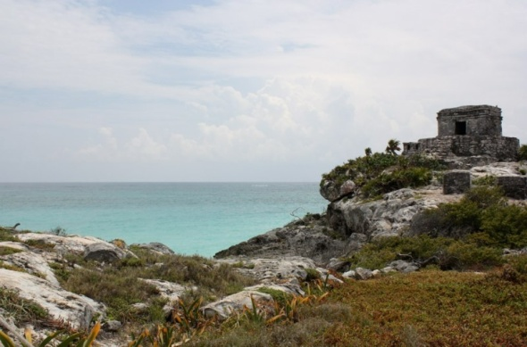 Tulum's dramatic setting