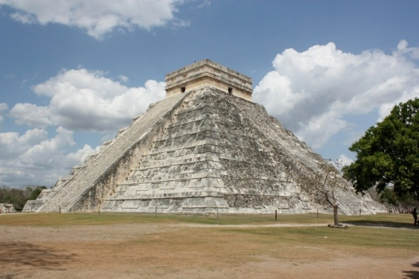 The Kukulkan pyramid at Chichen Itza