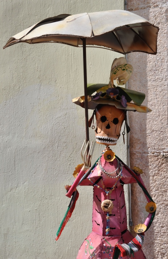 Art gallery in Valladolid selling all things Catrina, the symbol of the Day of the Dead festivities