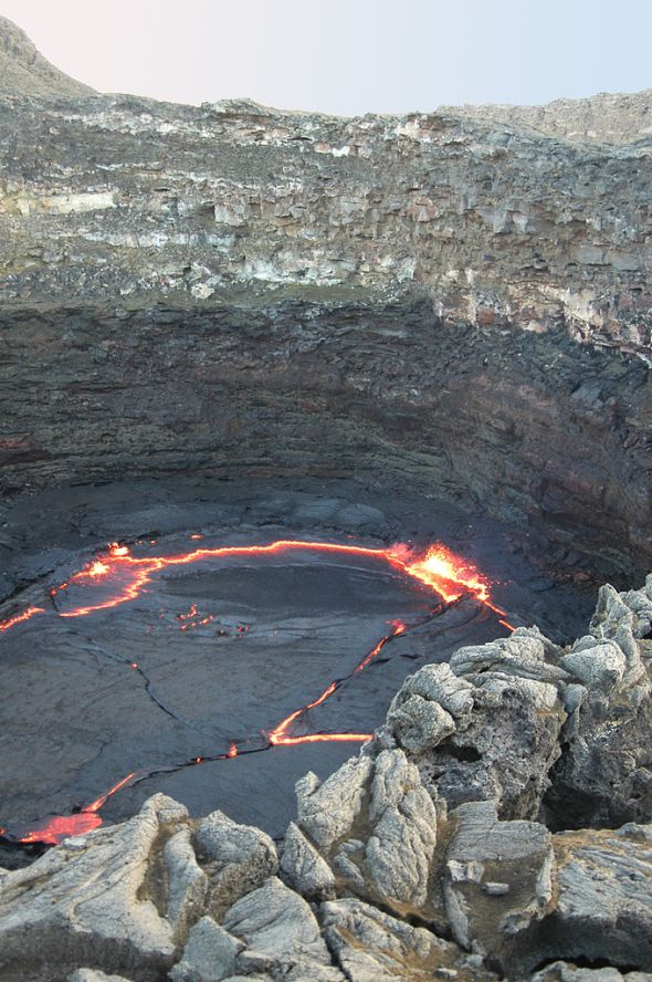 Lava lake at Erta Ale by Rolf Cosar reproduced under the Creative Commons Licence CC BY 3.0