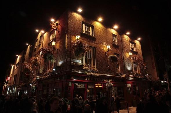 Photo credit: The Temple Bar at night by Wolfgang Sailer CC BY-SA 3.0 via Wikimedia Commons