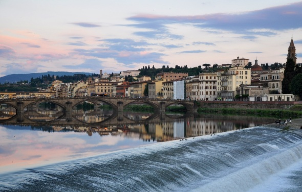 Dusk falls over the River Arno