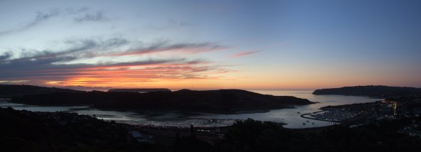 Sunset at Porirua Harbour by Karora (Public domain)