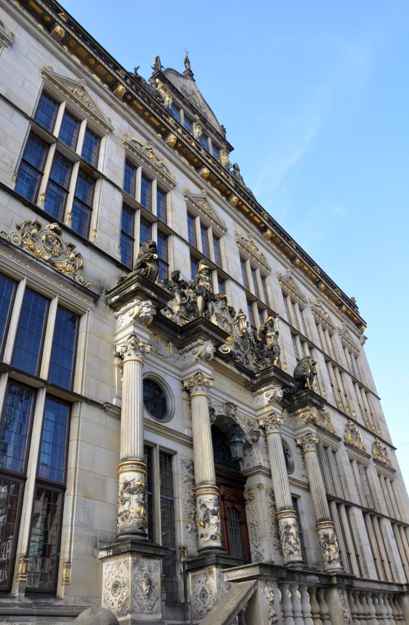 Close up of the Schutting, opposite the Rathaus