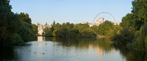 St_James's_Park_Panorama_-_Sept_2006