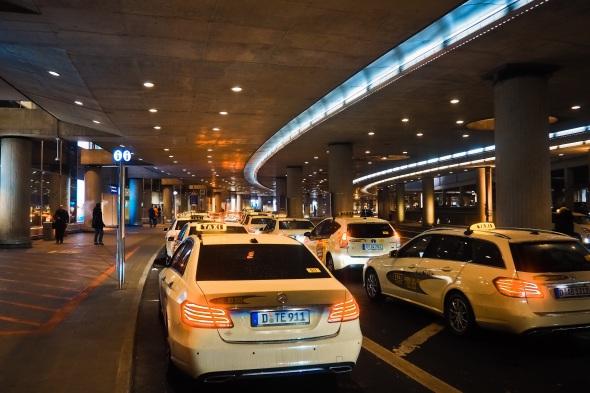 taxi-3960176.jpg